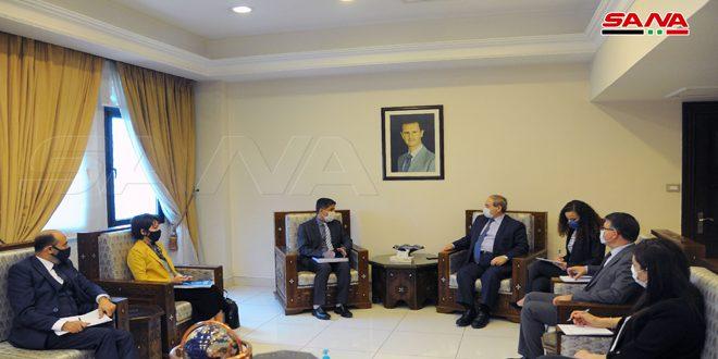المقداد در دیدار خود با المنظری: اقدامات اجباری یک جانبه اعمال شده علیه سوریه با منشور سازمان ملل مغایرت دارد