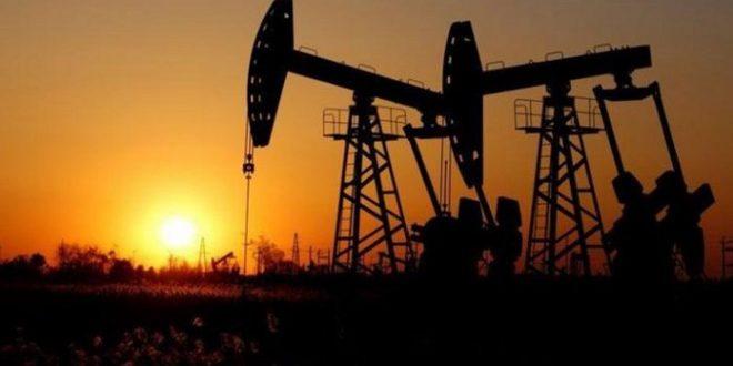 النفط يرتفع أكثر من 1 بالمئة بعد تراجع مخزونات الخام والوقود الأمريكية