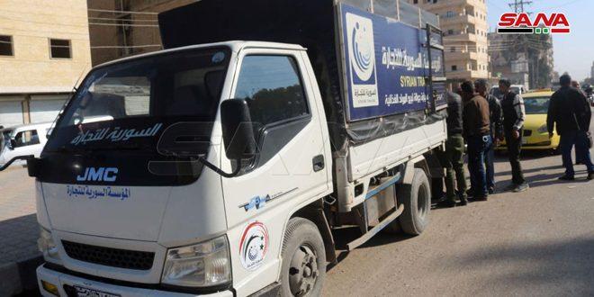 السورية للتجارة في دير الزور… سيارات جوالة لبيع الرز والسكر بموجب البطاقة الإلكترونية